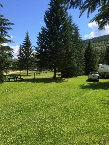 Helmcken Falls Lodge Campground