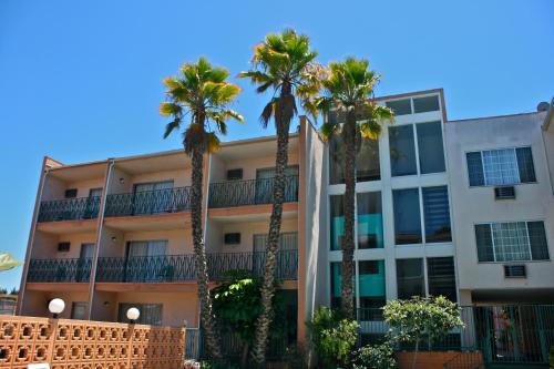 로열 센츄리 호텔 앳 LAX