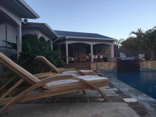 Villa luxe mer piscine sainte anne guadeloupe for Villa luxe mer