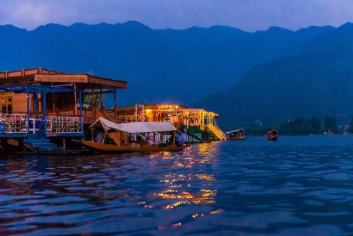 Shahbaaz Group of Houseboats
