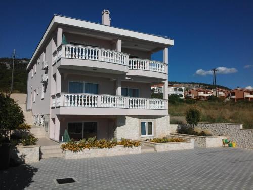 Apartments Cirjak
