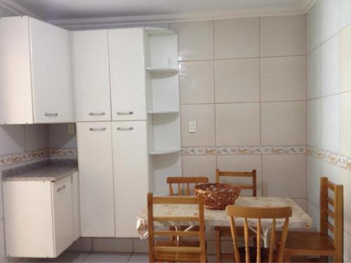 A kitchen or kitchenette at Apartamentos Penha
