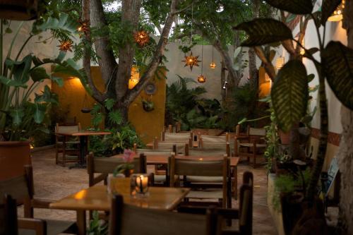 Un restaurante o sitio para comer en Guidos Boutique Hotel