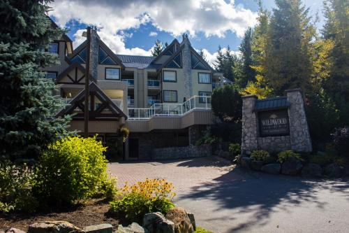 Wildwood Lodge by Peak to Green Accommodations