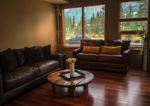 Rundle Cliffs Lodge Getaway