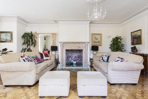 A seating area at Veeve - Seven Bedroom House in Greenwich