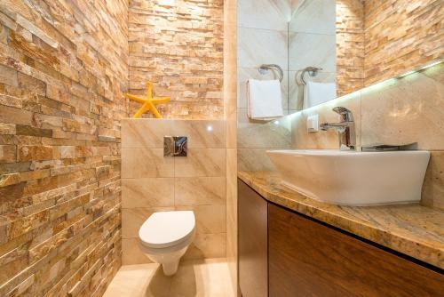 Vonios kambarys apgyvendinimo įstaigoje P&O Apartments Liwiecka