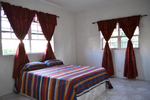 "A bed or beds in a room at ""Balihai"" Beach View Apartments"