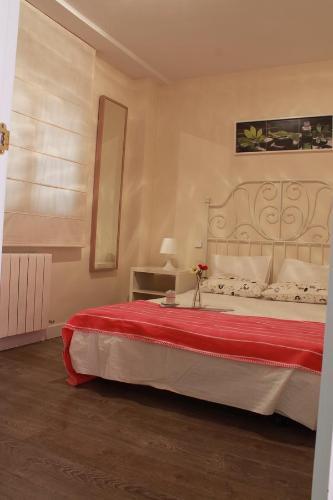 A bed or beds in a room at Apartamento Las Rozas Village