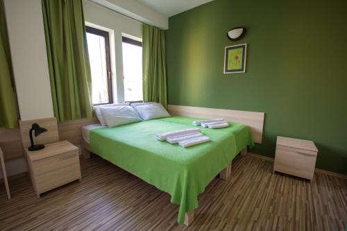 A bed or beds in a room at Theatre Apartments