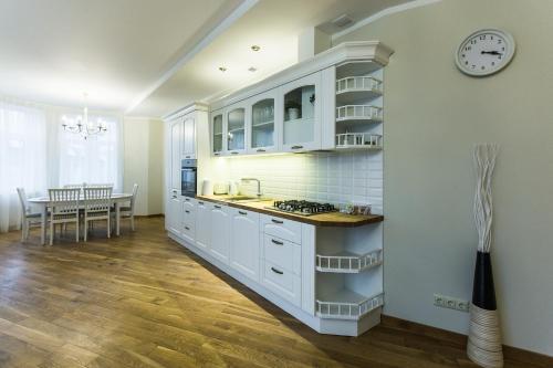 Ernesta Lux Apartments