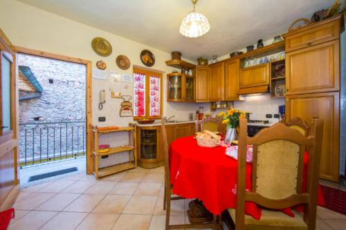 A kitchen or kitchenette at La Loggia