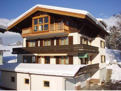 Gästehaus Sandtner during the winter