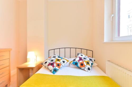 A bed or beds in a room at Farringdon Superior Apartments