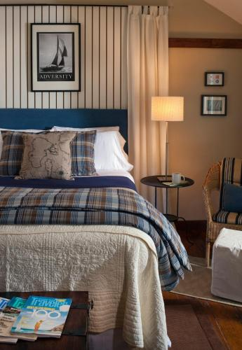 A bed or beds in a room at Abbey's Lantern Hill Inn