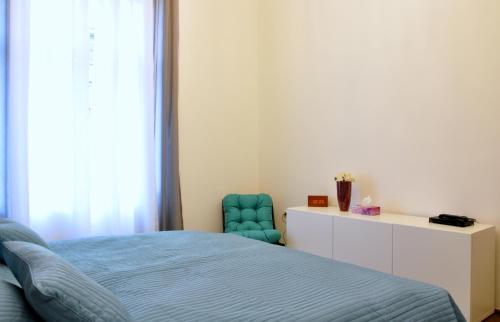 A bed or beds in a room at White Dream Home