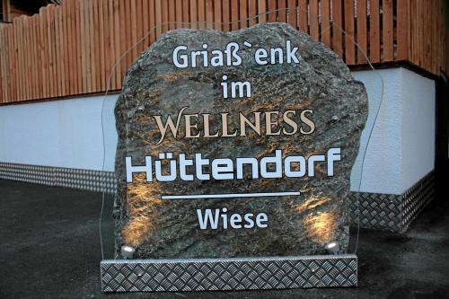 Wellnesshüttendorf Wiese