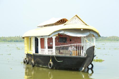 Marari houseboat