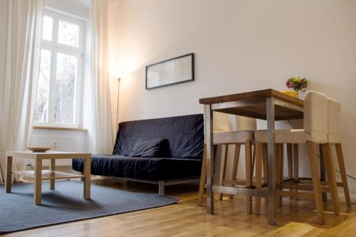 A seating area at City Apartments Friedrichshain