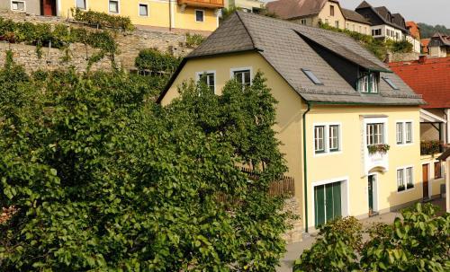 Winzerhof & Gästehaus Bernhard