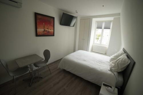 Un ou plusieurs lits dans un hébergement de l'établissement La Résidence de l'Orangerie