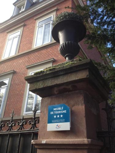 Façade ou entrée de l'établissement La Résidence de l'Orangerie