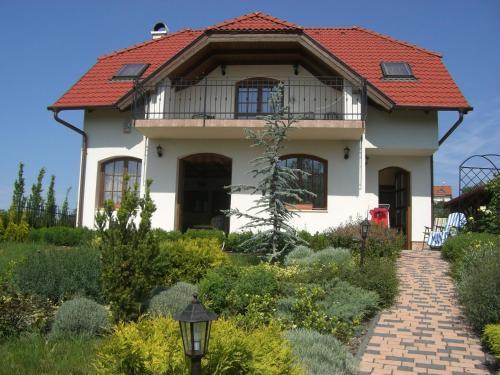 Eden Holiday Home