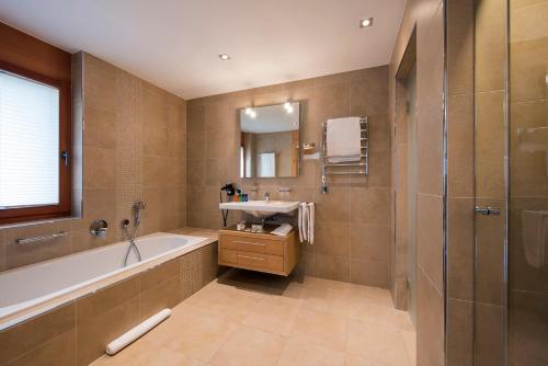 A bathroom at Chalet Shalimar