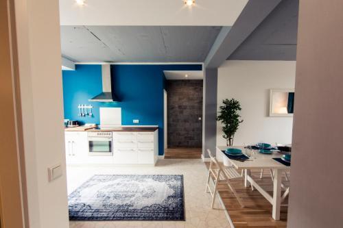 Cuisine ou kitchenette dans l'établissement Hevals Grand Appartments Tempelhof
