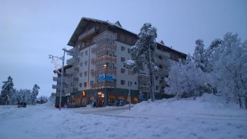 Kelotähti Apartments during the winter