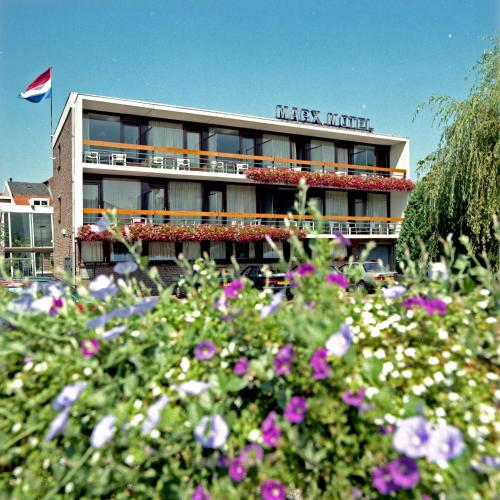 Marx Motel