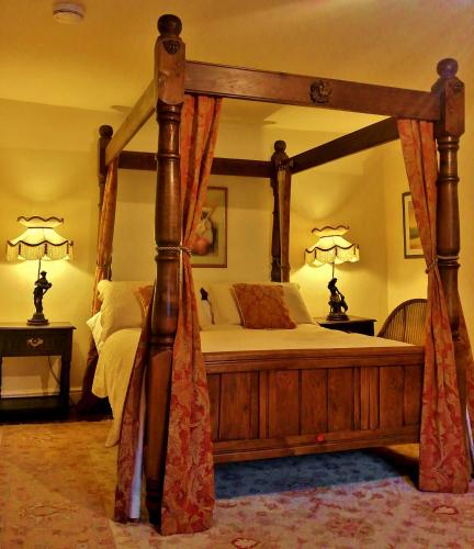A bed or beds in a room at The Firecat Country House B&B