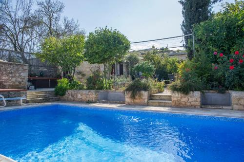 The swimming pool at or near Sappho Manor House