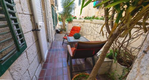 A balcony or terrace at Dubrovnik center apartment