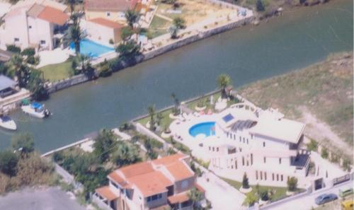 Άποψη από ψηλά του Villa Tasos