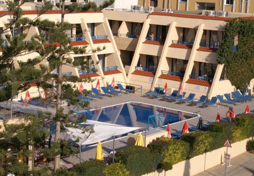 Вид на бассейн в Napa Prince Hotel Apts или окрестностях