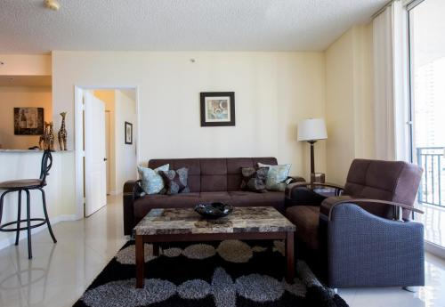 A seating area at Apartment By Great Sunny Isles Lodging