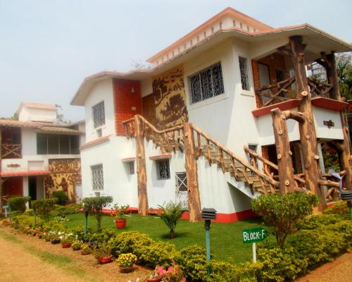The 10 best accommodations in bolpur india for Resorts in santiniketan with swimming pool