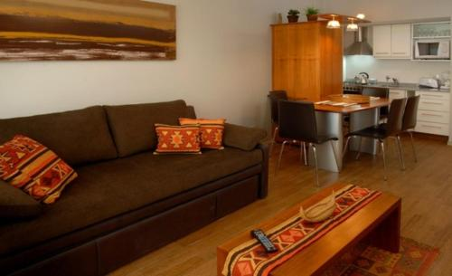 A seating area at Bariloche Down Town Apartment