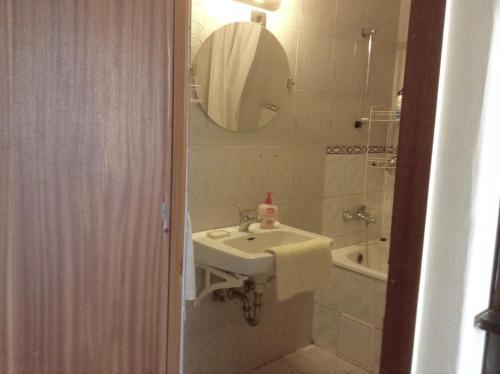 A bathroom at Král Panzió