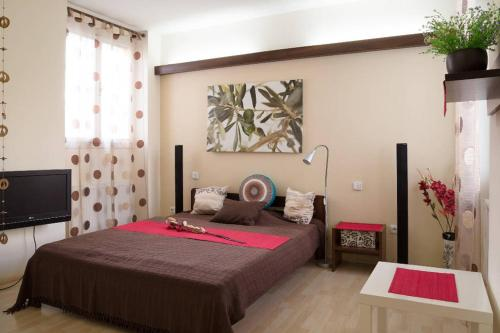 A bed or beds in a room at Old Town Apartment Rajska