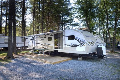 Lake George Escape 40 ft. Premium Travel Trailer 46