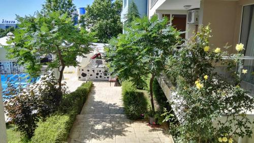 Вътрешен двор или друго открито пространство в Апартаменти Синева Дел Сол