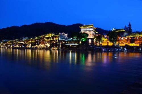 Fenghuang Jianghu Inn