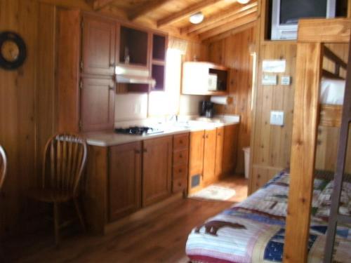 Bend-Sunriver Camping Resort Studio Cabin 6