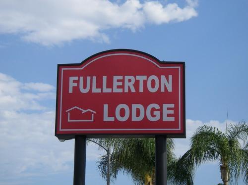 Fullerton Lodge