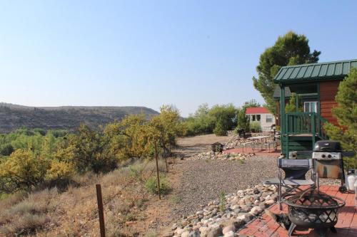 Verde Valley Canyon View Cottage 6