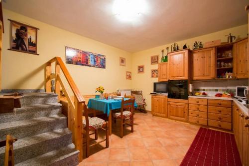 A kitchen or kitchenette at Apartment La Bella