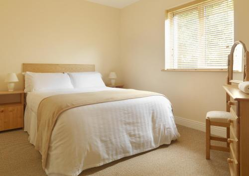 A bed or beds in a room at Tralee Town Centre Apartments