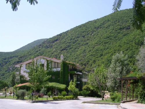 Agriani Hotel